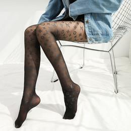 meias de mulheres de negócios Desconto Meias Ms tendência Inglês carta macacãozinho personalidade através da pele ultra-fino Sexy meias selvagem The New atacado fábrica