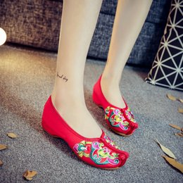 f20b2e00a Handmade Women's Flats Chinese Tradition National Style Opera Embroidery  Shoes Old Beijing Soft Sole Casual Breathable Shoes