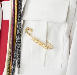 2019 пластиковые ювелирные изделия выросли оптом Засада квадратные буквы pin 925 стерлингового серебра брошь мода краткий соответствия ювелирных изделий мужчин и женщин
