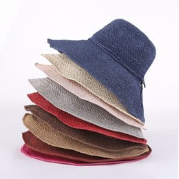Cappello elegante estivo per le donne online-Realizzato Donne bowknot cappello di paglia a mano pieghevole di estate di modo bordo largo di Cap signora Elegant Beach Viaggi Cappello per il sole T-LJJT807