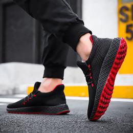 Sapatas running coreanas do homem on-line-2020 modelos explosão ocasional sapatos moda masculina voando tecido estudantes respirável tênis de corrida coreana resistente ao desgaste