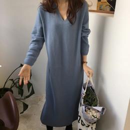 5f19f6aeb13 V-Ausschnitt koreanischen Stil Frauen Strickkleid Vintage 2018 Herbst  Winter langes Kleid Spleiß Kaninchen Haar weiche hohe Taille Pullover  rabatt ...