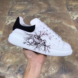 meilleures chaussures européennes Promotion 2019 Luxury Designer Casual Shoes Cheap Best de haute qualité des femmes des hommes Sneakers Mode Chaussures de mariage Tous les 25 couleurs de la mode européenne de xsd0925