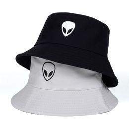 Yeni Alien Kova Şapka Unisex Bob Kapaklar Hip Hop Erkekler kadınlar Yaz Panama Kap Plaj Balıkçılık boonie Şapka siyah beyaz Iki taraf şapka nereden