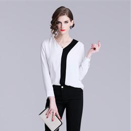 chemisier à manches longues blanc Promotion Vêtements de bureau chemises dernière mode femme chemisier en polyester à manches longues Design noir et blanc Patchwork Lady Chemises de cérémonie Tops