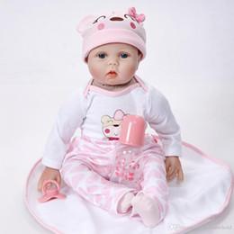Silikon puppe körper online-Weicher Körper Lebensechte Prinzessin Mädchen Reborn Puppe 22 Zoll Realistische Silikon Real Touch Neugeborenen Spielzeug Mit Kleidung Kinder Geburtstag Weihnachtsgeschenk