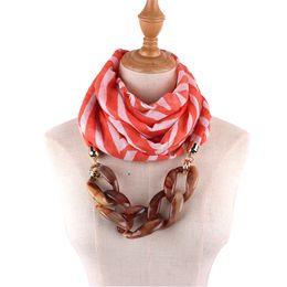 2019 encantos cuadrados de tela Joyería de las mujeres Collar de la bufanda Idea de regalo de las mujeres Versátil Único Colgante Bufanda de seda foulard femme Corchete de la joyería de la bufanda