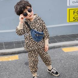 Chándal de leopardo bebé online-leopard baby boys trajes conjunto de chándal para niños chándal para niños ropa de diseñador para niños traje de sudadera con capucha + pantalones ropa para niños al por menor A7693