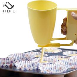 Outil de cuisson distributeur en Ligne-4YANG Manuel Cupcake Pâte De Pâte À Pâte Distributeur Pancake Muffin Pâte À Séparer Crème Pâte À La Moule Maker Maker Cuisson Outils