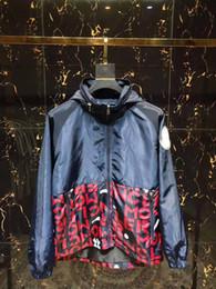 Ropa masculina caliente online-Nueva caliente 2019 medusa para hombre chaquetas casuales de camuflaje con capucha chaqueta de los hombres a prueba de agua abrigo rompevientos de los hombres outwear masculino