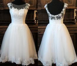 Canada Robe de mariée longueur d'inspiration vintage avec corset en dentelle décolleté Illusion, jupe en tulle, style de robe de mariée en dentelle d'Audrey Hepburn Offre