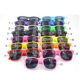 plastiques en vrac Promotion En vrac Pas Cher Style Classique Cadre En Plastique Lunettes De Soleil Femmes Été Plage lunettes de Soleil Pour Hommes Mode De Luxe lunettes lunettes lunettes