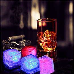 Luz de hielo barata online-1200 unids Barato cubo de hielo que brilla intensamente LED bloque fluorescente Colorido intermitente cubitos de hielo Luz de hielo de inducción KTV bar suministros de boda