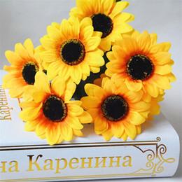 Canada 7 Têtes De Soie Jaune Branche De Tournesol 30 CM Couleur Vive Artificielle Soleil Bouquet De Fleurs De Mariage Décor De Bureau Floral Bush pour Vase cheap yellow artificial flowers vase Offre