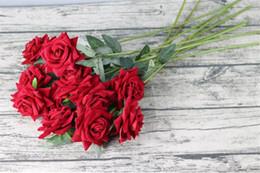 Красные розы искусственные цветы стебель онлайн-Поддельные Одностержневые Бархатная Роза Длина Моделирование Красный Цвет Угол Розы для Свадьбы Главная Декоративные Искусственные Цветы