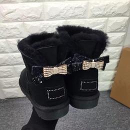 Botas de nieve mujer diamante online-Nuevas botas para la nieve Arco-nudo de diamantes de agua clásico de alta calidad en simples o diamantes doble corona gruesas botas de cuero de vaca calientes
