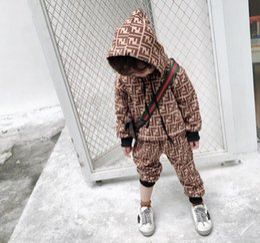 Canada HOT FENDI Nouveau Style Vêtements Pour Enfants Pour Les Garçons Et Les Filles Costume De Sport Bébé Infant À Manches Courtes Vêtements Enfants classique Ensemble 2-8 Âge cheap infant sports clothes Offre