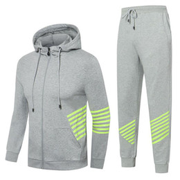 Volle ärmel sportbekleidung online-Autumn Männer Sweat Suit Set Gestreifte Anzug volle Hülsen-Tops mit Kapuze Outdoor Sports Wear Men 2-teiliges Set