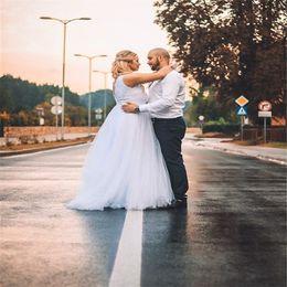 Abiti da sposa da sposa con scollo a V in tulle bianco plus size semplice Vendite calde su misura a buon mercato sexy senza schienale da cinghie semplici abito da sposa asimmetrico fornitori