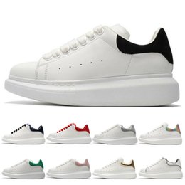sapatos femininos tamanho 44 Desconto Alexander Mcqueen New Black White Plataforma Clássico Casual Esporte Sapatos de Skate Das Mulheres Dos Homens Tênis De Veludo Heelback Vestido Sapato Esportes Tênis