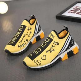 Zapatos hombres boutique online-2020 terciopelo negro de zapatos de boutique para hombres y mujeres hermosas con suela gruesa zapatillas de deporte casuales zapatos de vestir de cuero venta caliente sólido de color # 6502DG