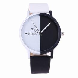 смотреть черный цвет для женщин Скидка Ladies sport watches 2019 Hot Sale Fashion Creative black white color dial Quartz Watch Men Women Simple Leather Wristwatches