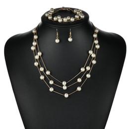 2019 collares de perlas de tres capas 2019 hot Women fashion Multi-layer pearl Traje de tres piezas borla collar de perlas Pulsera arete accesorios de novia collares de perlas de tres capas baratos