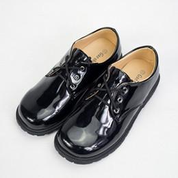 Sapatos uniformes on-line-Meninos da criança Escola de Couro Sapatos de Couro de Patente De Borracha Meninos Uniformes Sapatos Cerimônia Estágio Peform Sapatos Sólidos Casual Calçado 5-14 T