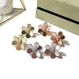 patte d'or Promotion Bijoux de vente à chaud européens et américains, bijoux plaqués or, exquise lisses trifoliées lisses centrées sur les fleurs / pendentifs d'oreilles
