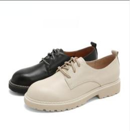 piezas de cuero grueso Rebajas Para la primavera de 2019, los zapatos de mujer con zapatos planos se combinan con piezas de cuero suave y zapatos de mujer con tacones gruesos y cabezas redondas.