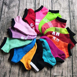 Calcetines de verano para niñas online-Venta al por mayor Pink Letter Sock Sports Cheerleaders Basketball Soccer Ankle Socks Cotton Fashion Girl Sexy Pink Summer calcetines cortos con etiquetas