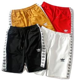 Pantalones cortos nuevos bordados de moda de impresión de los hombres recta recta transpirable pantalones de playa casual pareja deportes jogging pantalones desde fabricantes