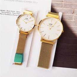 Canada Montres de luxe vente chaude montres de luxe femmes montres Couple montre mouvement à quartz Original DVV montre-bracelet Magnétique bracelet automatique Offre