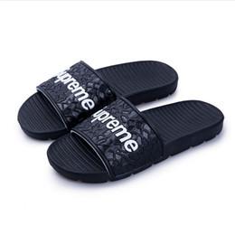 sandálias de cetim roxas Desconto 2019 Designer de luxo homens chinelos Scuffs marca novos homens de verão chinelos de praia chinelos sapatos tamanho Eur 40-45 atacado e varejo