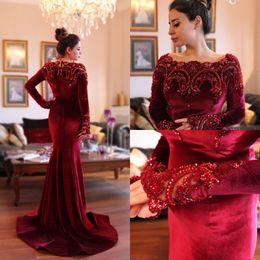 2018 arabe islamique Abaya à Dubaï robes de soirée musulmanes encolure dégagée Velours rouge foncé dentelle cristal perles perles manches longues sirène robes de soirée de bal ? partir de fabricateur