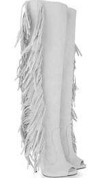 tacones altos con alas blancas Rebajas Nueva llegada de las mujeres blancas atractivas rodilla ante las borlas de cuero de alta Gladiador Botas punta abierta del tacón alto largo volando los zapatos de vestir Botas