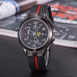 Alta qualidade moda Homens mulheres ferrari quartzo relógio relógios 21 de Fornecedores de cosplay rainha