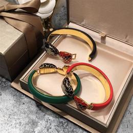 Argentina Moda Italia Marca Pulseras de serpientes Diseño Unisex de lujo Corazones rojos Brazaletes Pulsera de cuero de acero inoxidable de lujo Amantes Regalos con caja cheap bangle box design Suministro