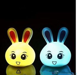 bunte flash-spinnerei Rabatt Niedlichen kaninchen led nachtlicht baby kinder schlafzimmer lampe multicolor kawaii kaninchen lampe hause dekorative wiederaufladbare led nachtlicht