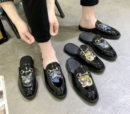 metallkette für schuhe Rabatt Frauen Hausschuhe Maultiere Wohnungen Wildleder Maultier Schuhe Designer Fashion Echtes Leder Loafers Männer Schuhe Metallkette Damen Casual