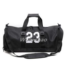 2019 sacos do gym da mulher da forma Brand New 23 Designer de Camuflagem Duffle Bag Moda Homens Mulheres Sacos De Grife de Grande Capacidade Saco Do Esporte Preto Sacos de Ginásio desconto sacos do gym da mulher da forma
