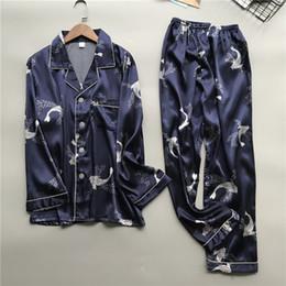 Dessous lange hose online-Männer Pyjamas Nachtwäsche Simulation Silk Pyjamas Lingerie Print Langarm Long Sleep Pants Set Herren Seide Nachtwäsche Pyjama homme