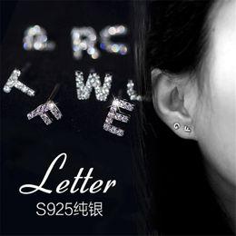 1 paio 925 argento piccolo lettera A B C ~ Z orecchini per le donne Dainty orecchini iniziali personalizzati borchie gioielli per i migliori amici regalo 1 pair da