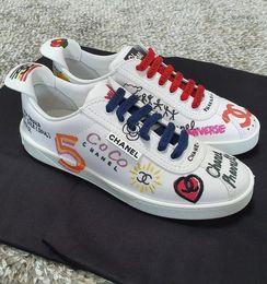 Deutschland Branded Frauen Leinwand Graffiti Printed Flache Sneaker Stiefel Designer Dame Brief Geometrische Leder Gummisohle Schuhe Größe EU35-44 Versorgung
