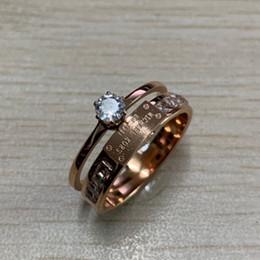 Meninas anéis de aço on-line-Venda quente meninas 316L titanium aço moda diamante anel de casamento rose gold colors mulheres engagement design letra M anel de diamante jóias