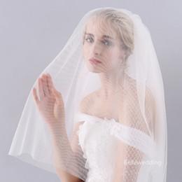Rete del gomito del velo online-Rametti Miele da sposa con bordi a taglio gomito Lunghezza a tre strati Tulle reticolato Bianco Eleganti veli da sposa Hotselling nuziali # BW-VO926