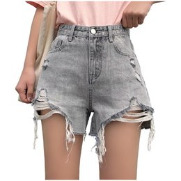 Jeans de cintura alta grises online-New Summer Grey Ripped Hole Denim Shorts para mujeres 2019 High Waist Hole Shorts Ripped Cool Jeans desgastados