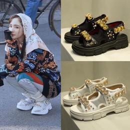 Открытые платформы с золотым белым носком онлайн-Золотые хрустальные женские пляжные сандалии с открытым носком пряжки женские летние туфли на платформе черные белые дамы повседневная сандалия грузоотправителей