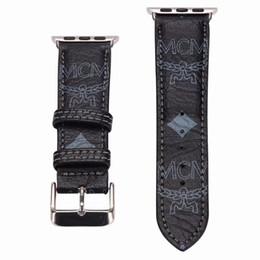 Новый бренд кожаные ремешки для часов для Apple Watch Band Iwatch 38 мм 42 мм 40 мм 44 мм размер полосы кожаный спортивный браслет дизайнер ремешок для часов A02 от Поставщики смесь материалов