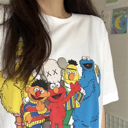 coppie t-shirt Sconti KAWS Sesame Street Short Sleeve Womens Tshirts Loose Crew Neck Fashion Couples Tops Donna Designer Tees